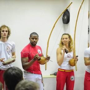 Vl.ru: Прославленный мастер преподал капоэйристам Владивостока уроки игры