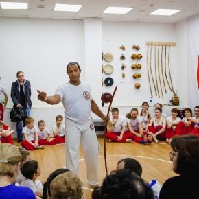 Primamedia.ru: Капоэйристы Владивостока получили новые пояса и имена от мастера из Бразилии