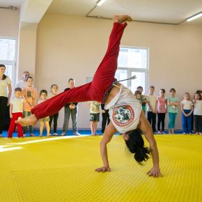 NEWSVL.RU - Более полусотни горожан познали азы капоэйры на серии открытых уроков во Владивостоке (ФОТО)